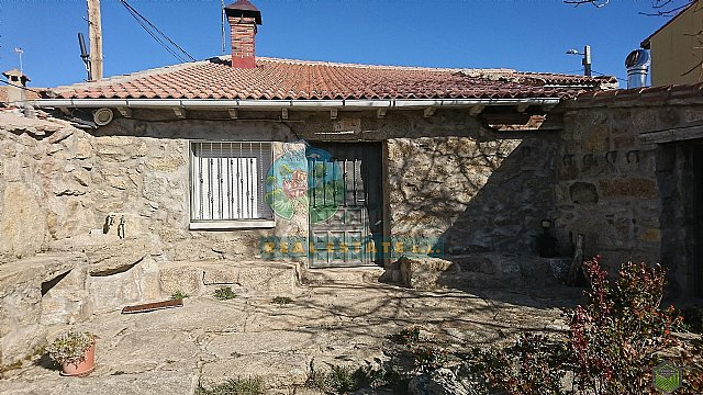House with yard in Sierra de Gredos.
