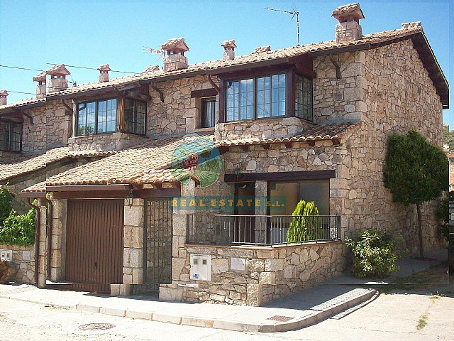 Terraced villa with yard in Sierra de Gredos.